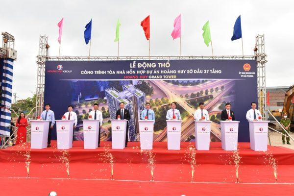 Các đại biểu bấm nút làm Lễ động thổ dự án Hoàng Huy Grand Tower